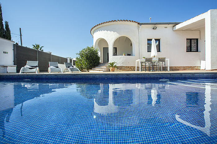 Ample villa for 10 people with pool in Empuriabrava
