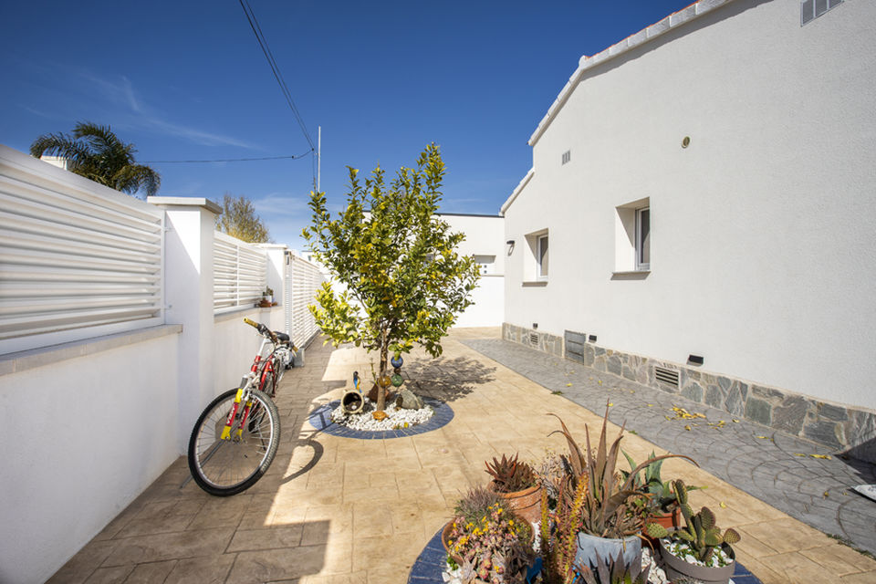 Renovated ground floor house in Empuriabrava
