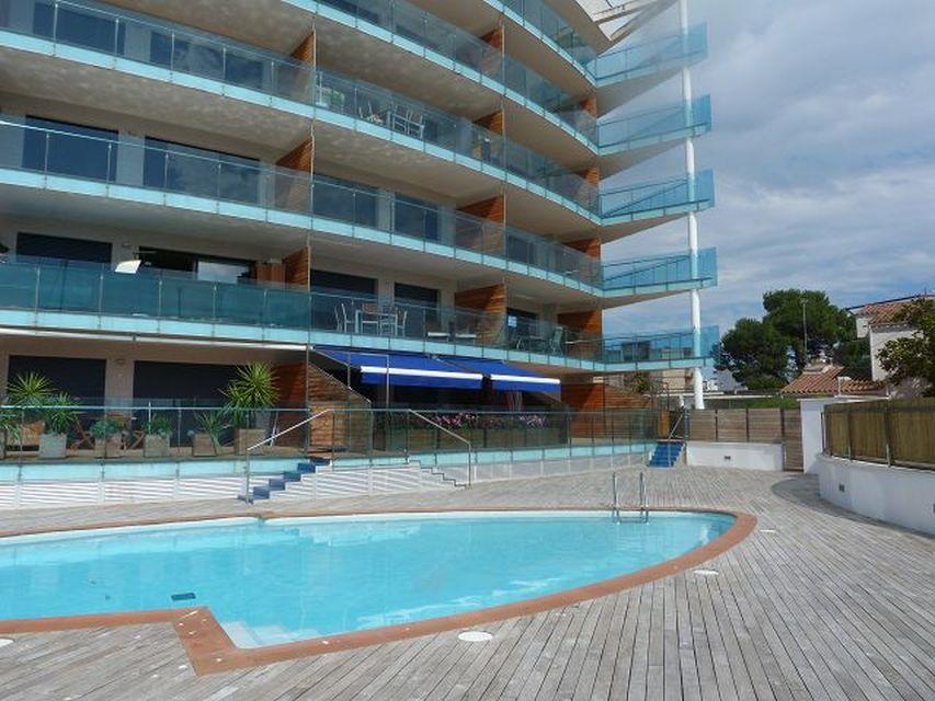 Nice apartment for sale in Roses with large terrace and pool