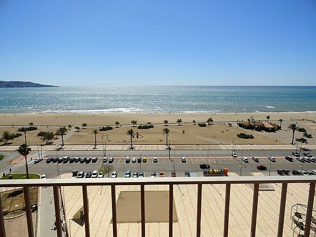 Empuriabrava, Apartment with 2 bedrooms and a large terrace with seaviews