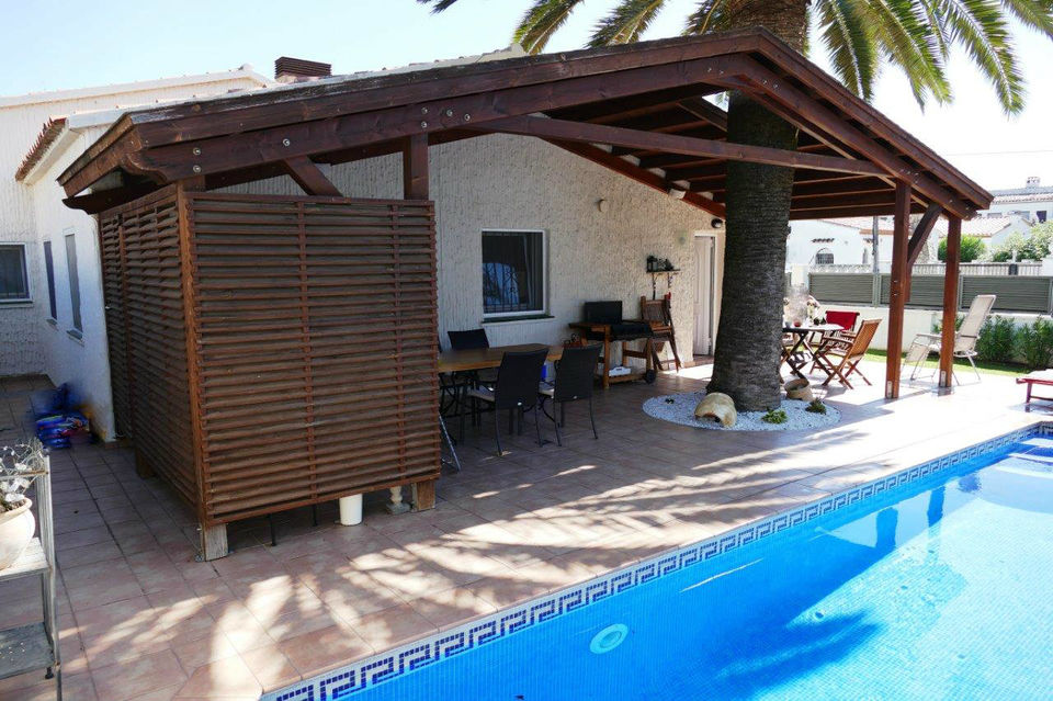 House on one level for sale in the heart of Empuriabrava
