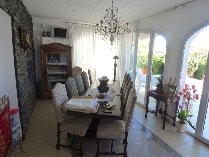 Large house for sale with pool and mooring of 15 m in Empuriabrava