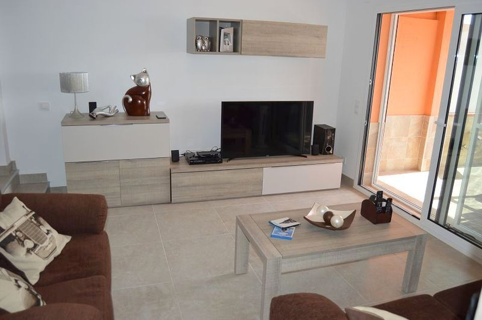 Beautiful and modern apartment opposite the main beach