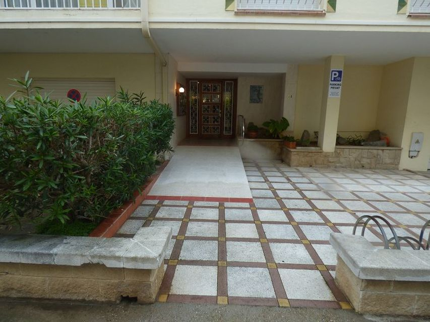Apartment with mooring of 20x5 for sale in Empuriabrava