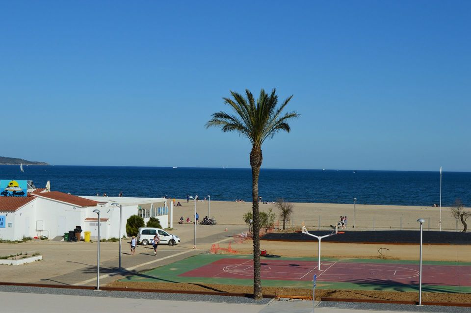 Modern apartment with sea view in Empuriabrava