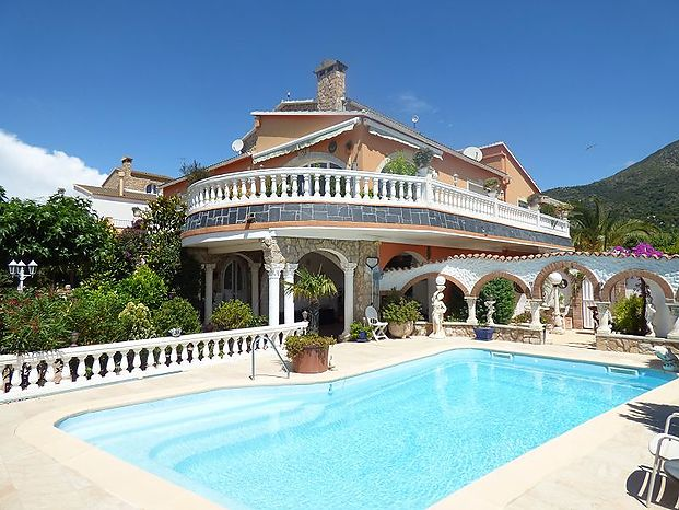 Well maintained villa with private pool in Mas Busca, Roses