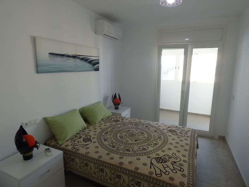 Apartment for sale in Empuriabrava overlooking the canal.