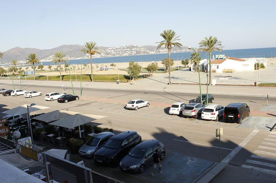 Nice holiday apartment in first sea line on the main beach of Empuriabrava