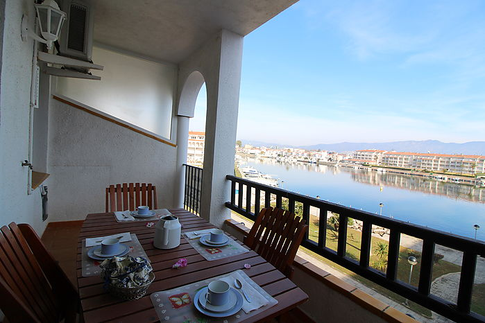 Beautiful holiday apartment with views to the lake St.Maurici