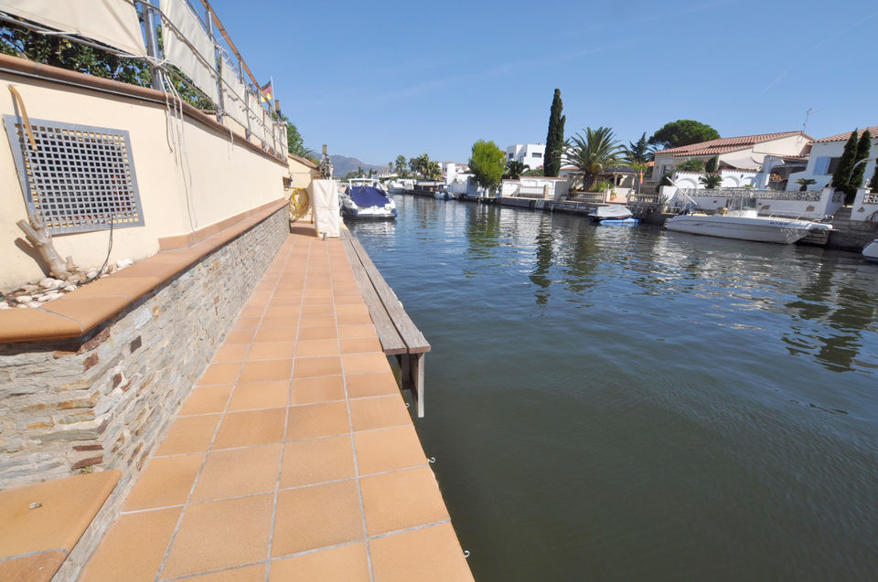Luxurious house with mooring in Empuriabrava