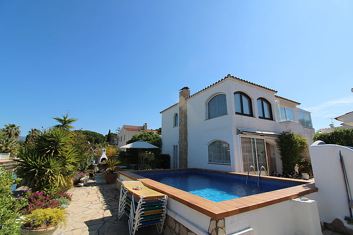 Villa with pool on the wide canal with mooring of 25 m