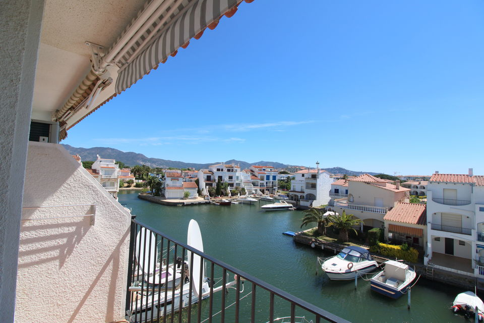 Empuriabrava, Cozy apartment with view to the private harbour