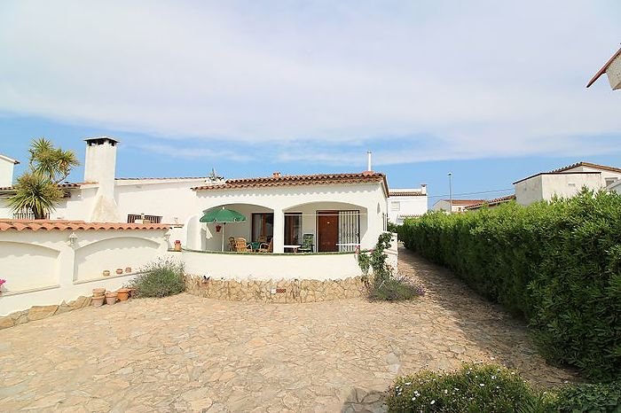 Villa in a quiet residential area with 2 bedrooms
