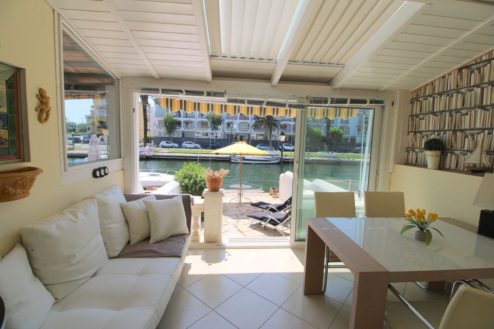Holiday home with boat mooring and parking