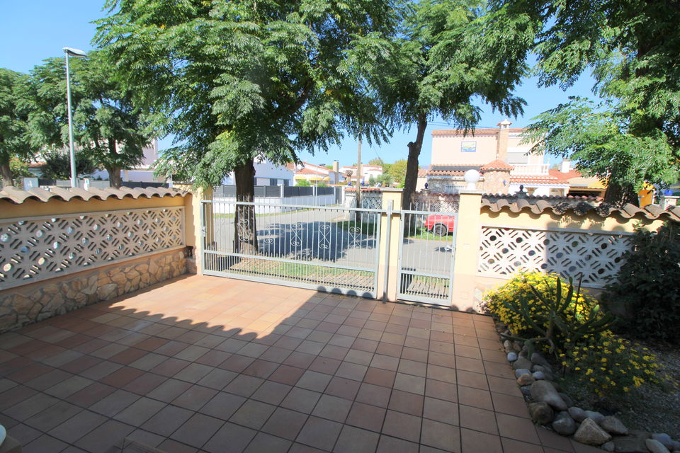 Modern, well maintained villa in prime residential area