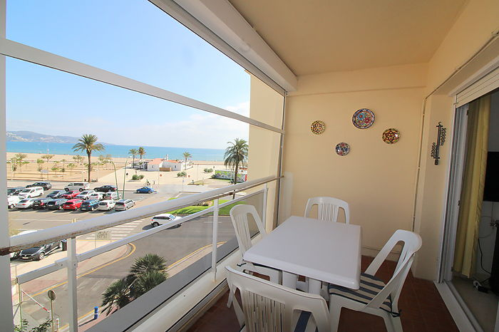 Bonito apartamento con vistas al mar y parking