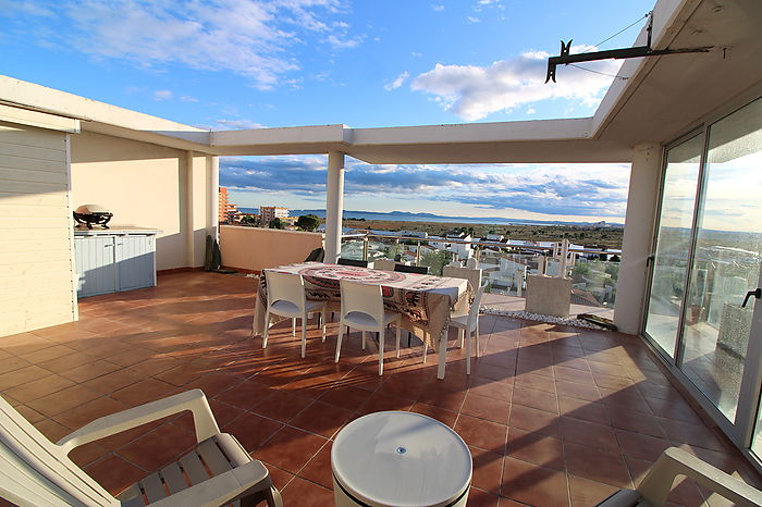 Rosas, Santa Margarita, two bedroom apartment for sale with fantastic sea and mountain views