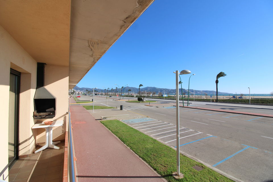 Beautiful apartment in Empuriabrava, located in a privileged residencial complex