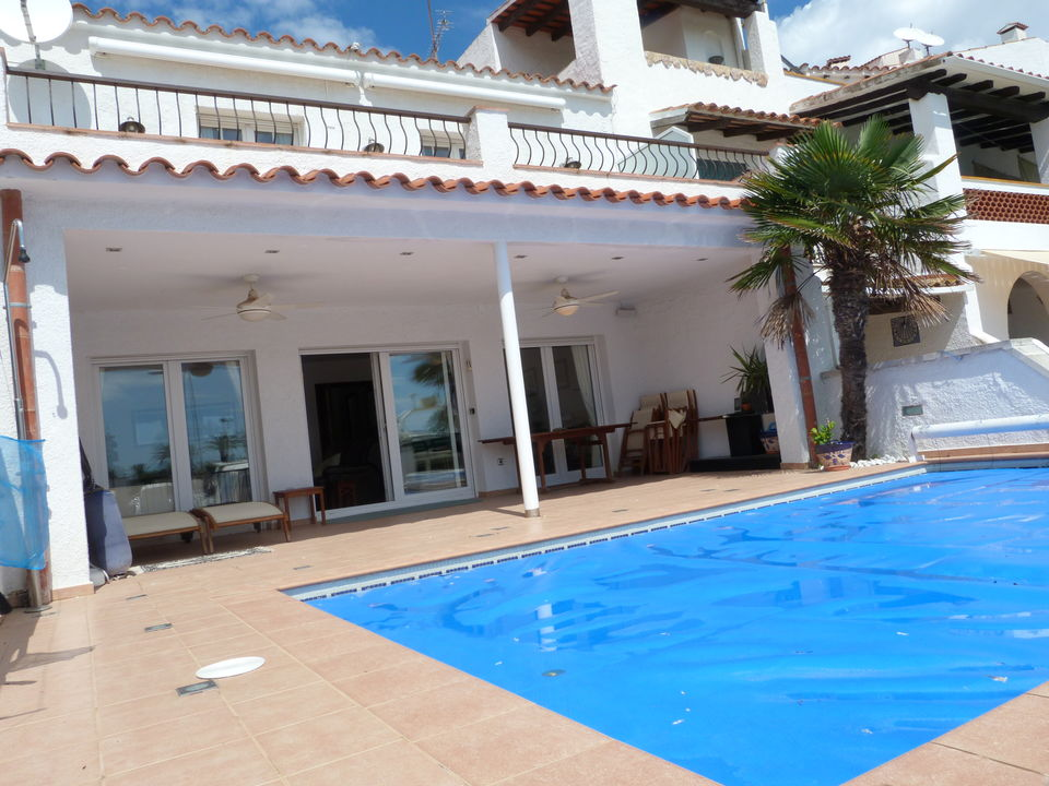 Villa with pool and 14x8 m mooring before the bridges