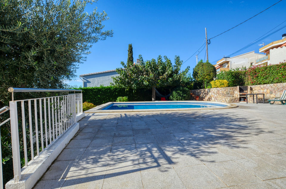 Roses - Els grecs: House with sea views for sale