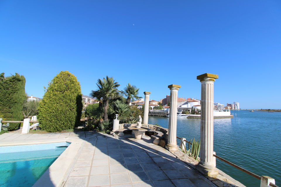 Spectacular house to the canal in Sta Margarita