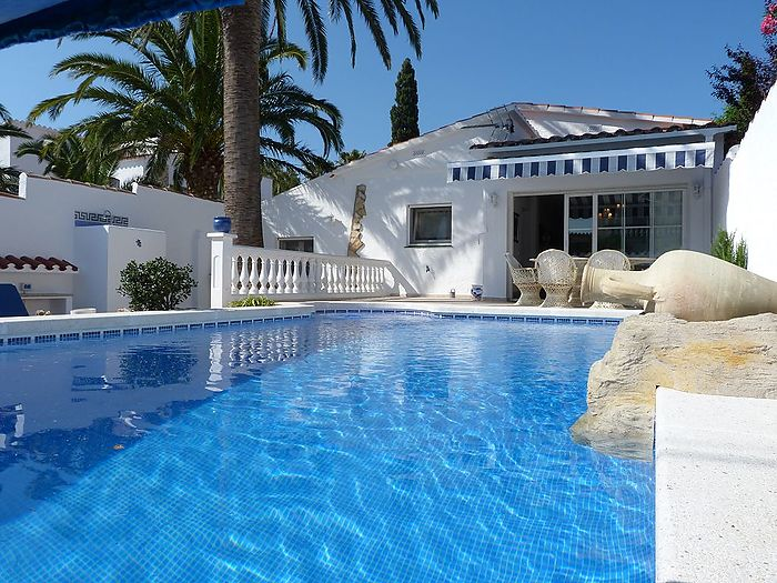 Beautiful villa in one of the best residential areas of Empuriabrava