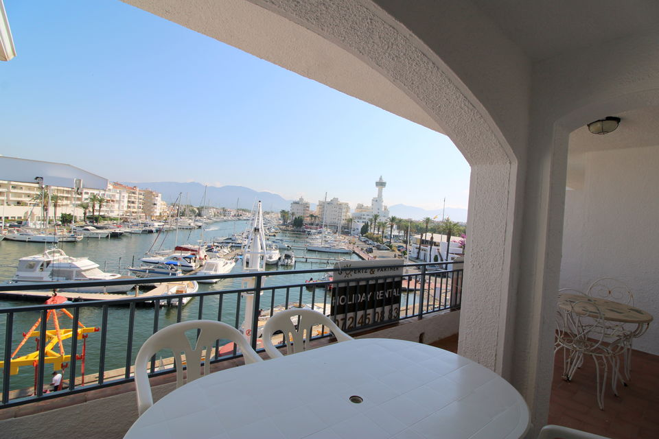 Apartment overlooking the Yacht Club