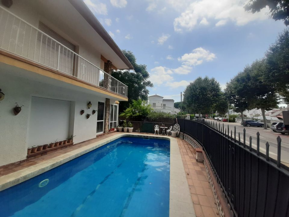 House for sale with 5 bedrooms and pool