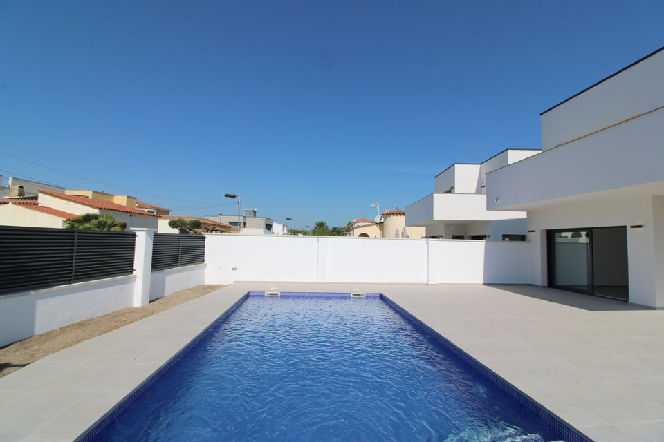 New, modern Villa with pool in the best residential area