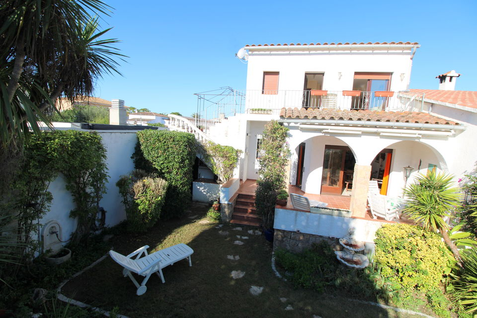 Cozy house in one of the best residential areas of ​​Empuriabrava