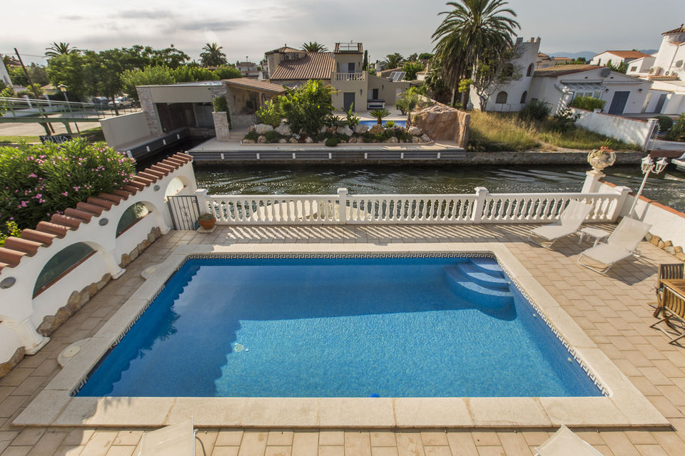 House for rent with mooring in Empuriabrava with 4 bedrooms