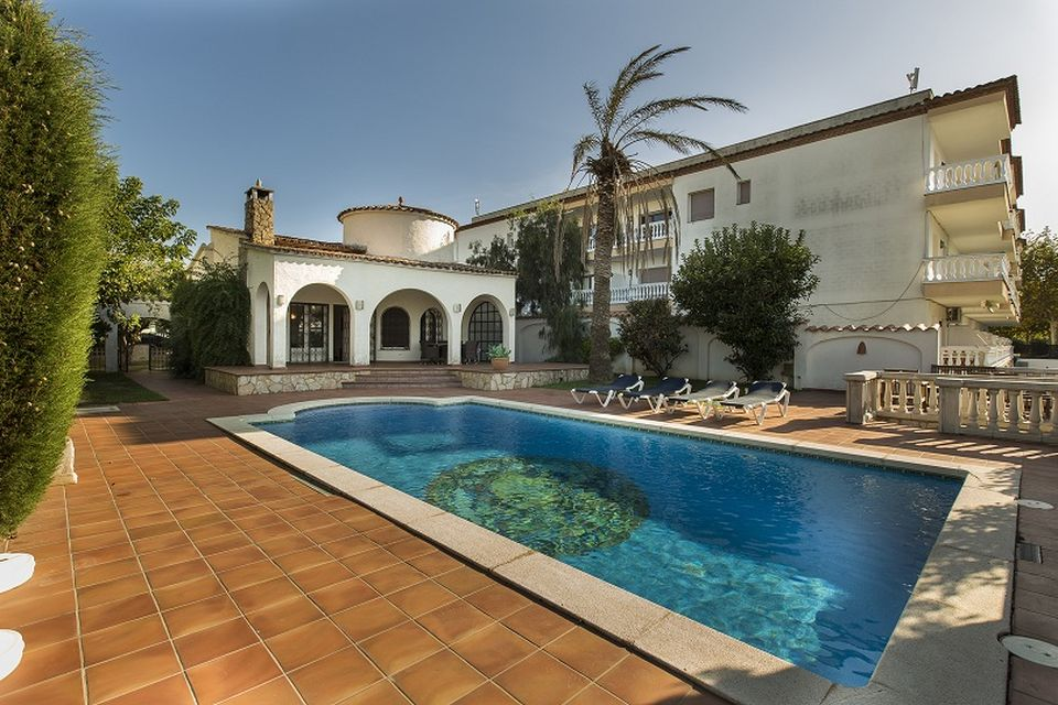 House for rent with mooring in Empuriabrava with 3 bedrooms