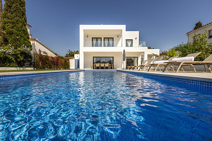 House for rent with mooring in Empuriabrava with 4 bedrooms en suite