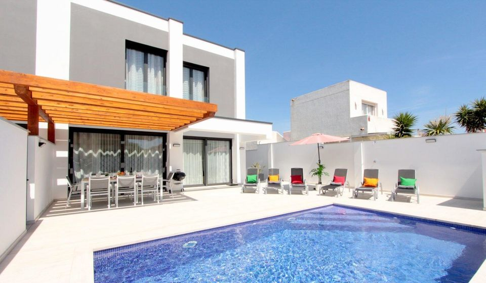 Modern villa with pool - new building - near a private port