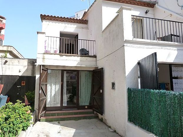 House in Empuriabrava, only 400 m from the sea